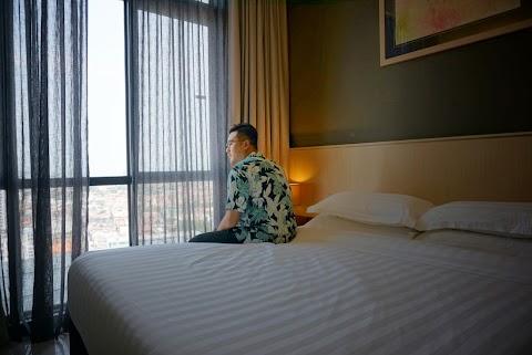 PENGALAMAN MENGINAP DI HOTEL THE PINES MELAKA