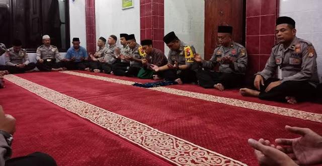 Jelang HUT RI Ke 74, Jamaah Masjid Nurul Amin, Polres Selayar Gelar Doa Bersama