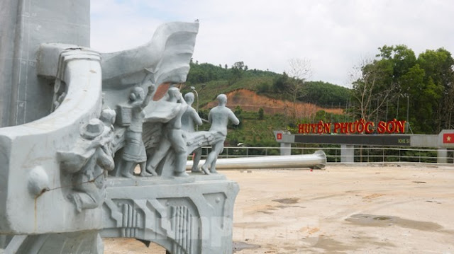 Huyện nghèo Phước Sơn (Quảng Nam) xây dựng tượng đài hàng chục tỉ đồng