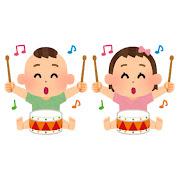楽器で遊ぶ赤ちゃんのイラスト(太鼓)