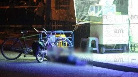 En Celaya; Guanajuato, Sicarios llegaron en convoy a un puesto de tacos, se bajaron y disparan a comensales, el saldo, 6 adultos y un pequeño de 6 años muertos