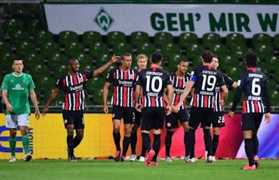 Video Werder Bremen 0-3 Frankfurt: Ào ạt màn hủy diệt hiệp 2