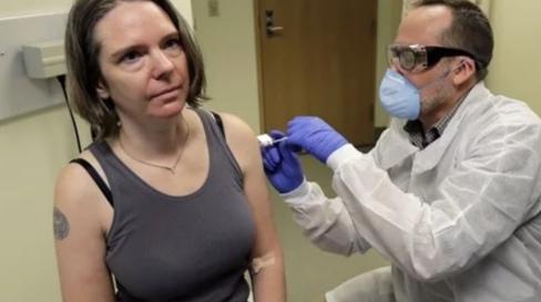 هذه تفاصيل أول تجربة بشرية للقاح كورونا .. من المتطوعة وماذا قالت؟