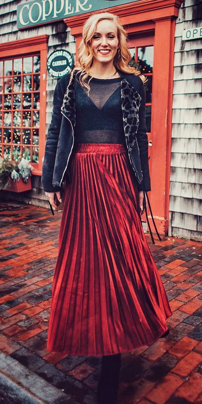 From casual outfits for family reunions to crazy trendy party outfits, we've got your back see these 24 Best Christmas Outfits You Can Shop this Holiday Season. | Red long skirt | #christmas #holiday #newyear #skirt