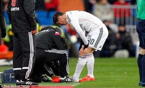 Ngôi sao người Colombia bị gãy xương bàn chân trong trận gặp Sevilla hồi đầu tháng