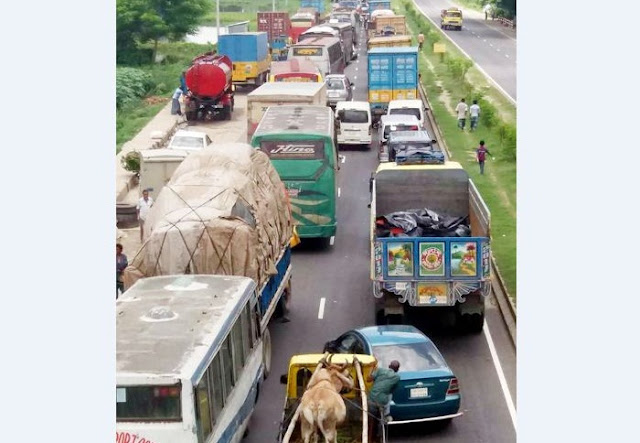 The-Dhaka-Chittagong-highway-remained-closed-on-the-traffic-jam