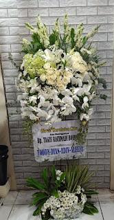 bunga standing turut berduka cita sidoarjo