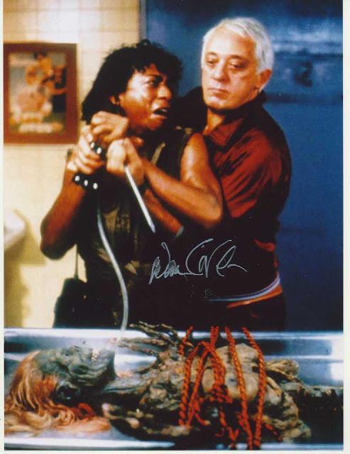 """Don Calfa (sulla destra) in una scena de """"Il ritorno dei morti viventi"""""""