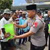 Kabid Humas Polda Banten Sambangi Petugas Becak bersama tim Jum'at Barokah