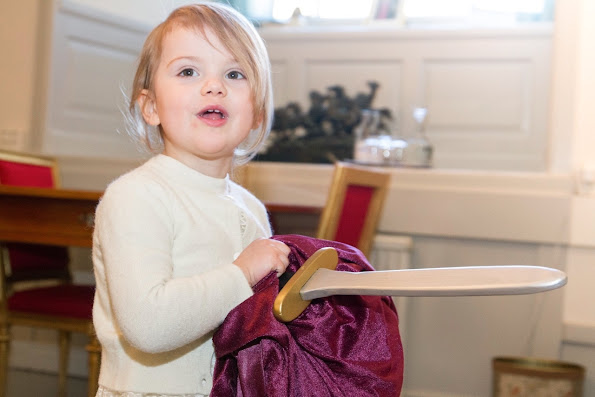 In the name day of Crown Princess Victoria's March 12, The Royal Guards received a gift for Princess Estelle