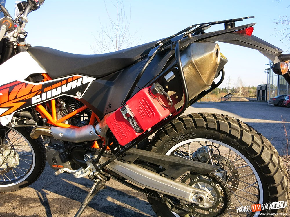 project KTM 690 Enduro R: Carrying extra fuel on the KTM 690