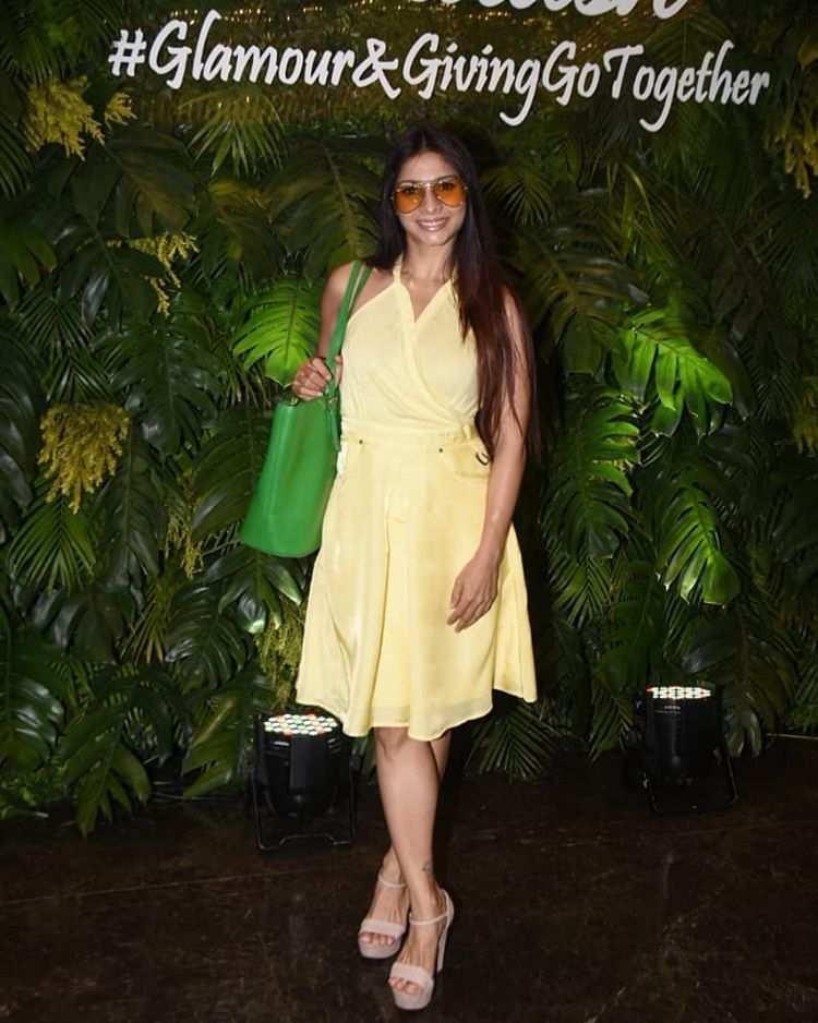 Filmfare Award show Get all the new pics of Tanisha Mukherjee