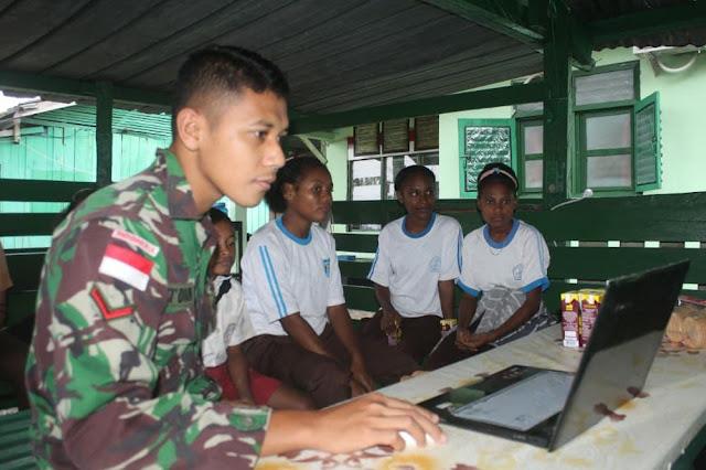 Berbekal 1 Laptop, Satgas Pamtas Yonif 403/WP Ajar Pengetahuan Dasar Komputer ke Anak-anak di Keerom