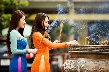 Đi lễ chùa trong tháng cô hồn cần lưu ý gì để được bình an, tích lộc
