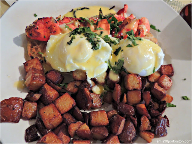 Huevos con Langosta en el Cafe This Way en Bar Harbor, Maine