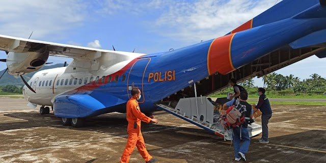 Pesawat Kargo Bawa 15 Ton Bantuan Tiba di Kupang