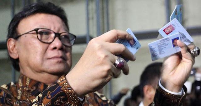 Mendagri Larang PNS Julurkan Jilbab, Warganet: Bukannya Urus KTP?