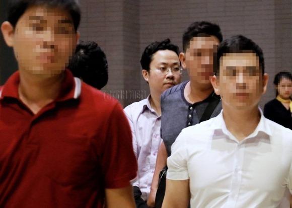 Xông vào nhà bắt trẻ nhỏ: Cận cảnh khám nhà bị can Lâm Hoàng Tùng