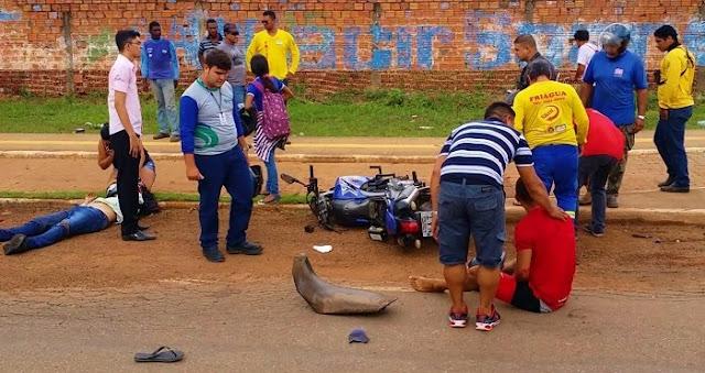Motociclistas sofrem escoriações, após colisão entre XT 660 e Titan em Porto Velho