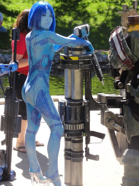 Is this the sexiest Cortana cosplay ever?