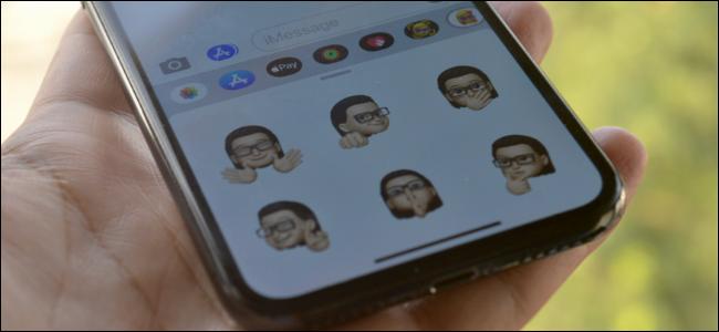 مستخدم iPhone يستخدم ملصقات Memoji