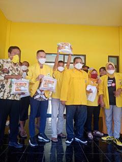 Peduli Warga Terdampak Covid-19, Partai Golkar Bagikan Ribuan Sembako