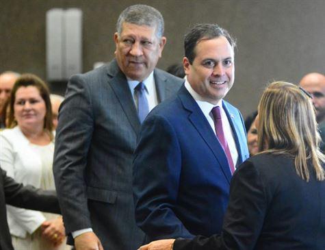 Paulo Câmara formaliza Isaltino como líder do governo