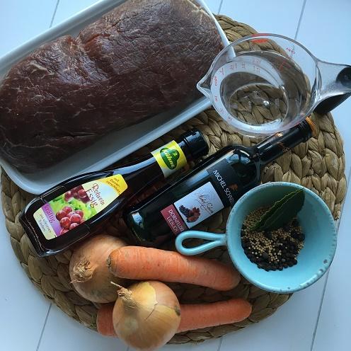 Limburgs Zuurvlees ~ Sauerbraten-Gulasch auf Limburger Art