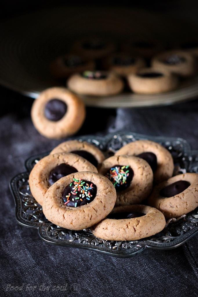 Канелени бисквити с орехи и сладко от ягоди