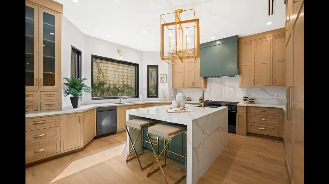 48 Interior Design Photos vs. 920 Las Pulgas Rd, Pacific Palisades, CA Luxury Home Tour