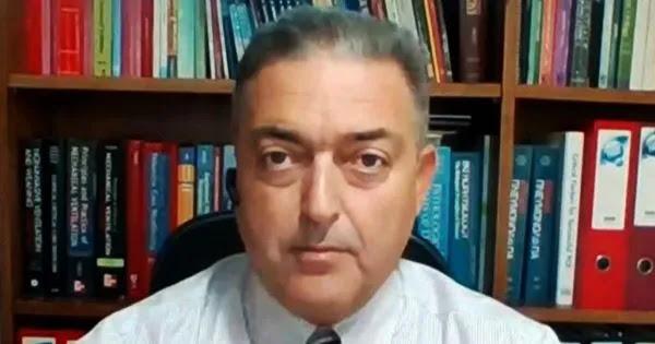 Νέο σόου από τον Θ. Βασιλακόπουλο: Τώρα απαξιώνει και τα φάρμακα του κορωνοϊού