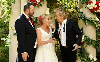 https://www.telegraph.co.uk/news/2019/10/03/sir-rod-stewart-surprises-wedding-couple-whose-big-day-almost/