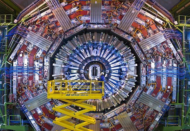 Penelitian CERN teams observe long-sought decay of Higgs boson