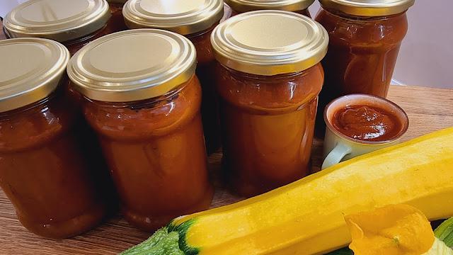 Domowy ketchup z cukinii z nutką curry - Czytaj więcej »