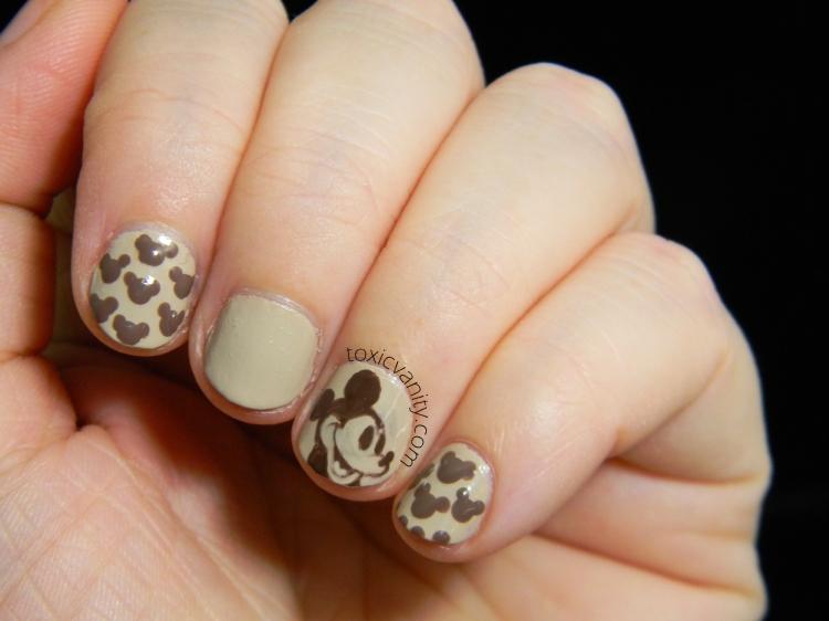 The Digit-Al Dozen Does Monochrome | Mickey Mouse Vintage nails ...