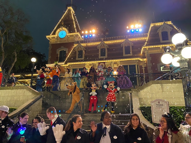 加州迪士尼樂園 暫別時刻, Emotional Farewell at Disneyland, Cast Members