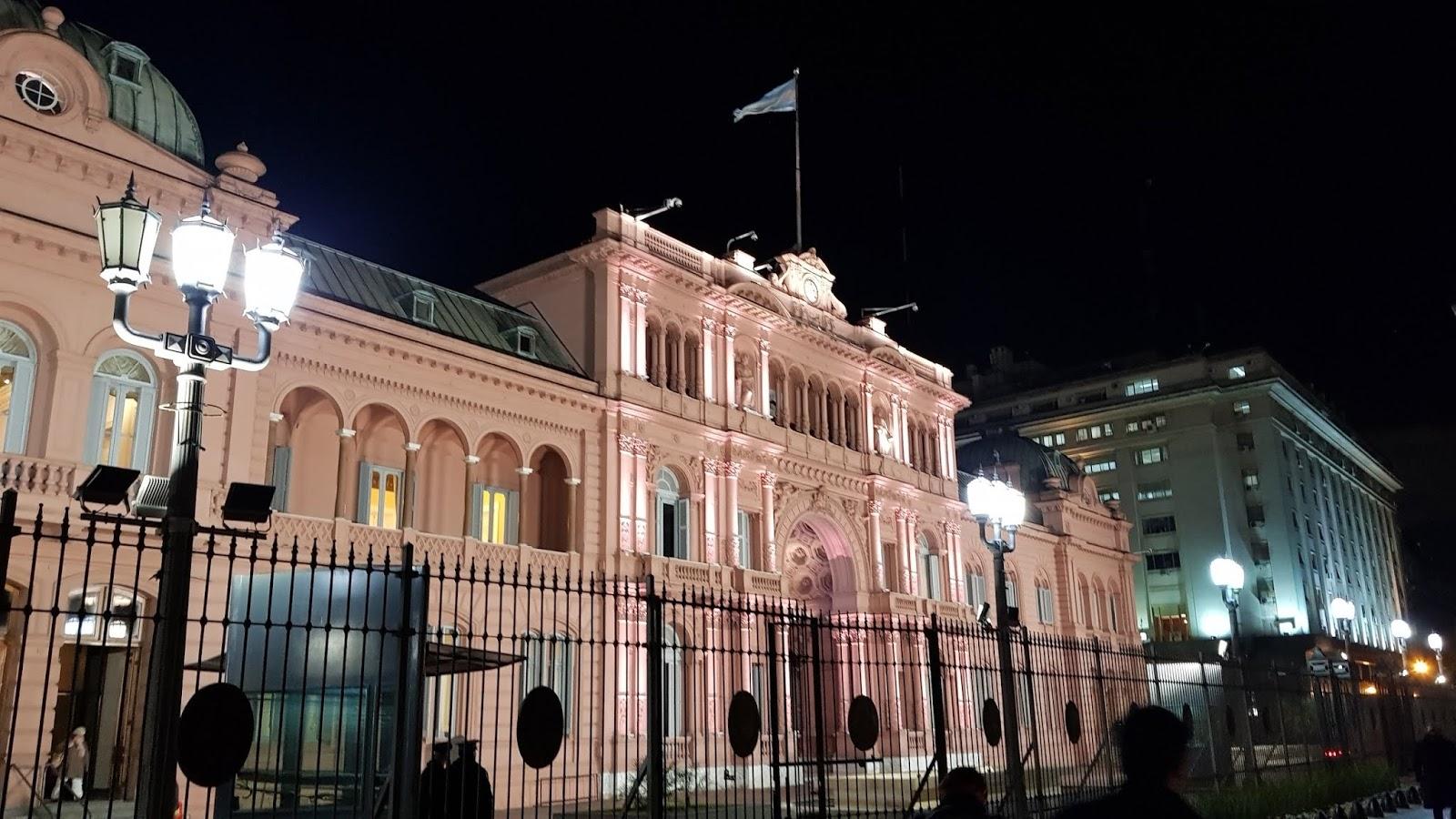 Casa Rosada in de nacht in Buenos Aires, Argentinië