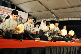 250 MP3 Cak Nun Feat Kyai Kanjeng - Emha Ainun Najib - Novia Kolopaking