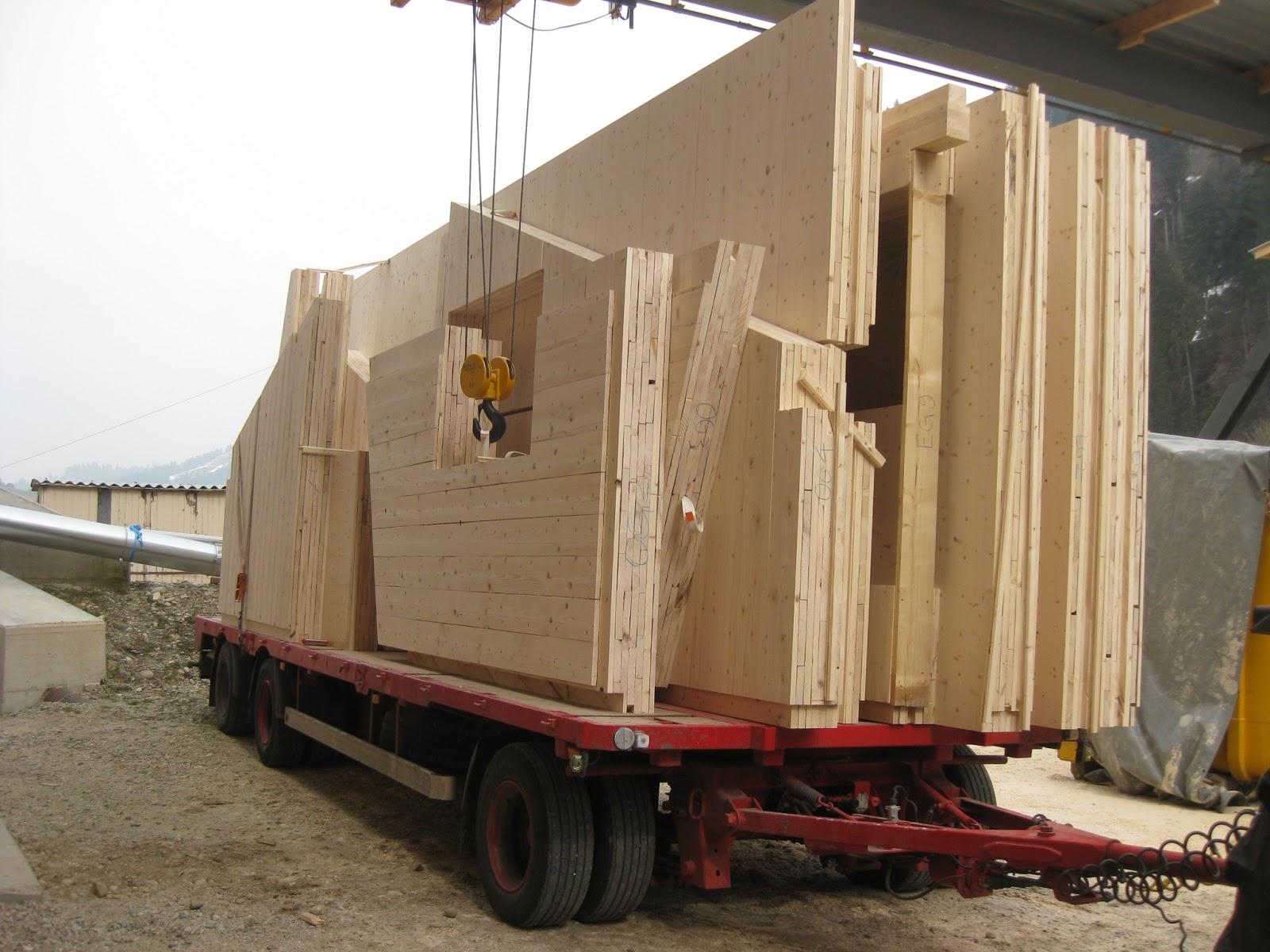 holzhaus wir bauen ein haus aus holz elemente sind bereit. Black Bedroom Furniture Sets. Home Design Ideas