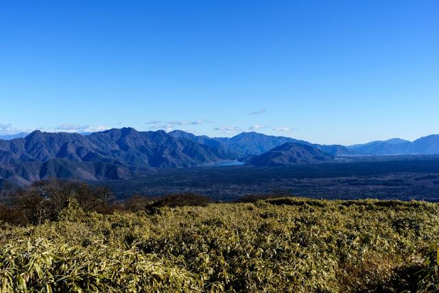 山梨百名山・竜ヶ岳から望む西湖や御坂山地