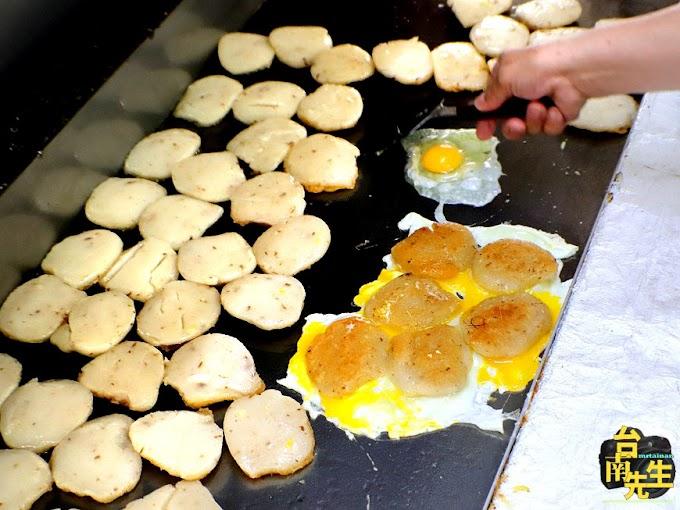 台南米粿/一大早就開賣/在地人的早午餐就愛這一味/限量供應晚來吃不到/台南特有古早味小吃/連平日中午都客滿/生意好到手都沒停過-「七誠米粿」