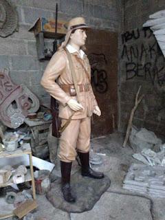patung tentara Jepang bawa senapan