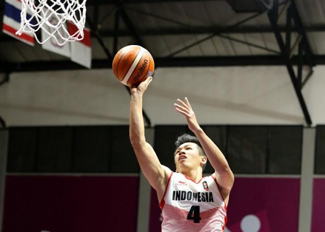 Abraham Demar Grahita membela timnas basket Indonesia pada kualifikasi FIBA Asia Cup.