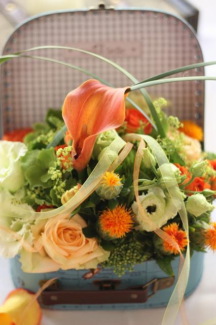 Centerpieces - Hochzeit mit Reisemotto in Orange, Pfirsich, Apricot - Niederlande meets Russland in Garmisch-Partenkirchen, Riessersee Hotel, Bayern - Travel themed wedding orange colour scheme