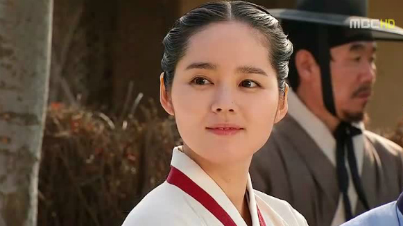 Han Ga In onnie in The Moon That Embraces The Sun