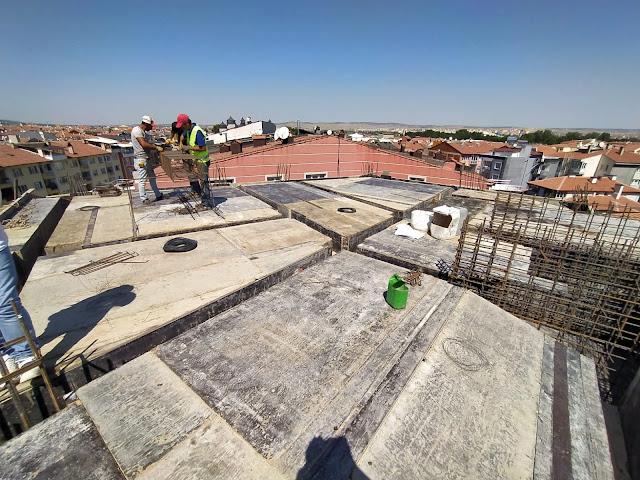 çatı betonu, mansart çatı ve eğik kolonlar