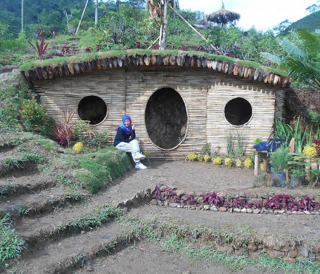 rumah hobbit kemuning