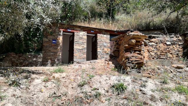 Casas de banho em Xisto