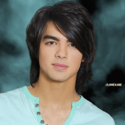 JOE JONAS LONG LAYERED HAIR