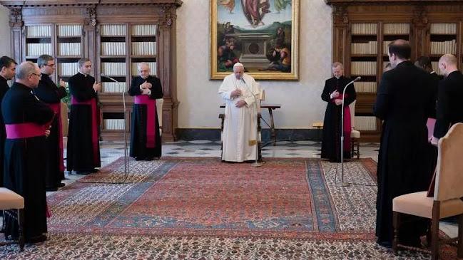 Città del Vaticano: il Papa taglia lo stipendio a cardinali e religiosi a causa Crisi e Covid
